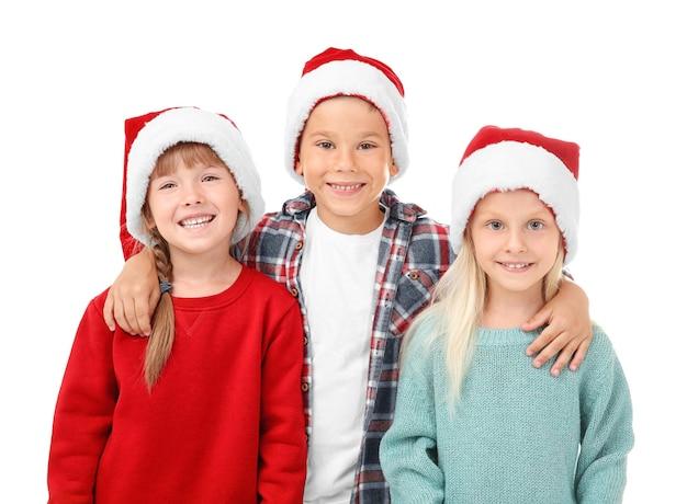 Słodkie dzieci w czapkach mikołaja