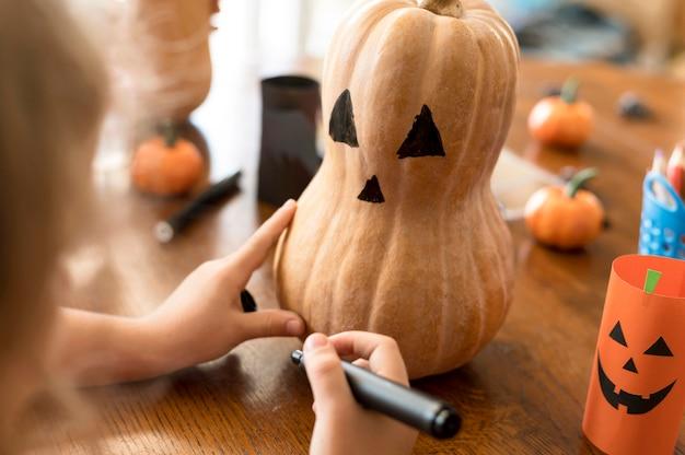 Słodkie dzieci z dyni koncepcja halloween