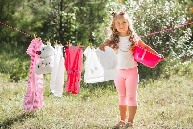 Słodkie dziewczynki pranie