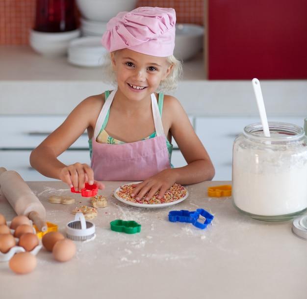 Słodkie dziewczyny do pieczenia ciasteczek