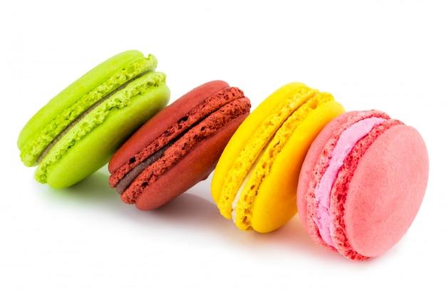 Słodkie i kolorowe francuskie macaroons lub macaron, deser