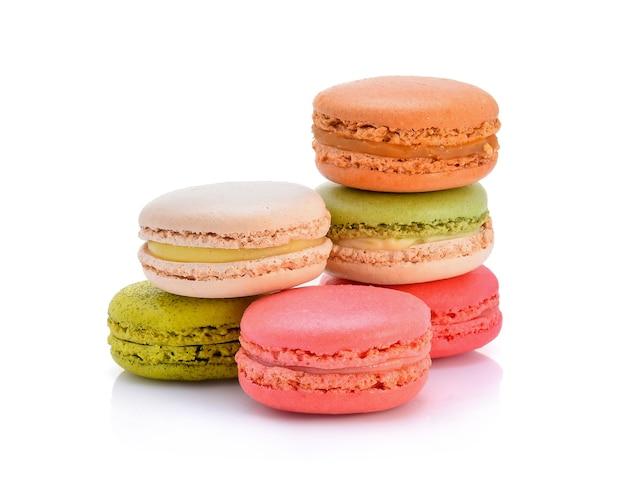 Słodkie i kolorowe francuskie makaroniki lub makaronik