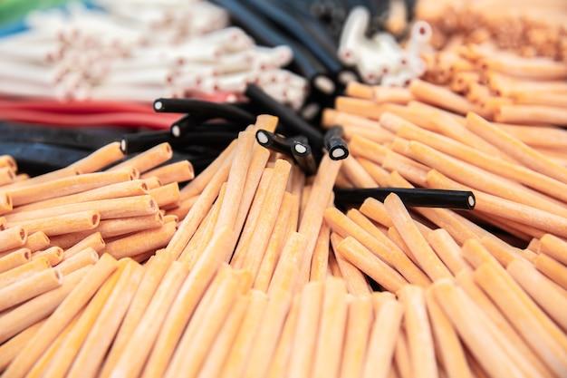Słodkie kolorowe cukierki słodycze w kształcie sznurka