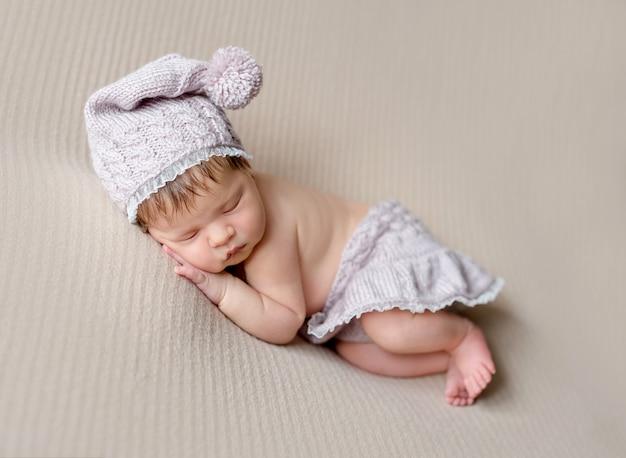 Słodkie maleństwo słodko śpi