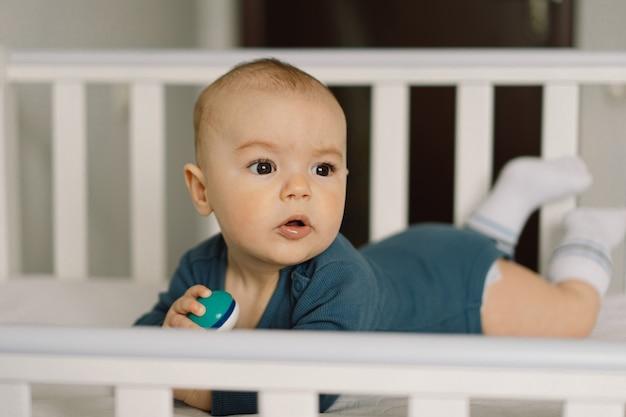 Słodkie noworodka. szczęśliwe dziecko . zbliżenie portret noworodka. niemowlę niemowlę.
