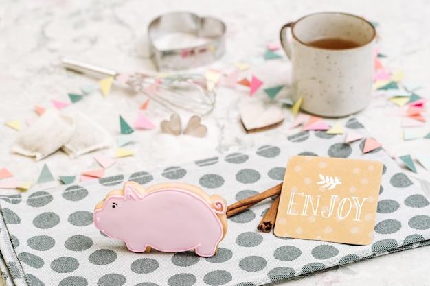Słodkie ręcznie robione ciasteczka w kształcie zwierząt