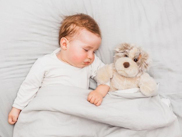 Słodkie śpiące dziecko