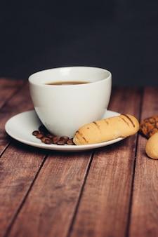 Słodkie wypieki i desery tea party drewniany stół przekąska śniadaniowa. wysokiej jakości zdjęcie