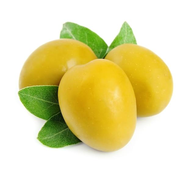 Słodkie zielone oliwki z bliska