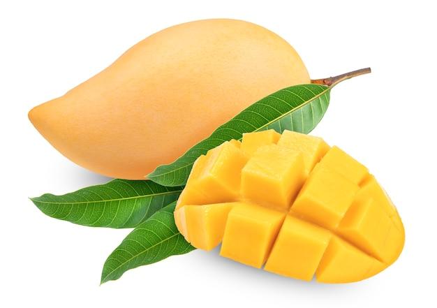 Słodkie złote mango na białym tle. barracuda mango.