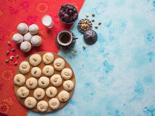 Słodycze ghorayeba. eid je. ciastka z islamskiej uczty el fitr.