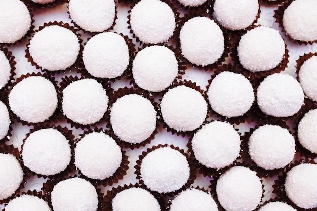 Słodycze na stole