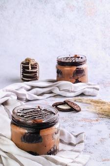 Słoik deserowy ze stylizacją jedzenia