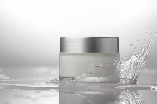 Słoik kosmetyczny do pielęgnacji ciała z bryzgami wody