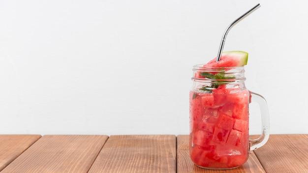 Słoik z kopią miejsca z napojem z arbuza