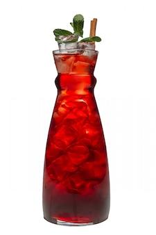 Słoik z lodowatym napojem wiśniowym i miętowym.
