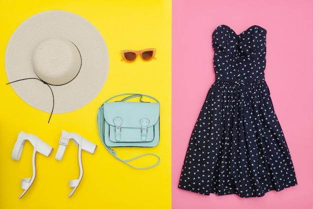Słomkowy kapelusz, sukienkę, torebkę i buty.