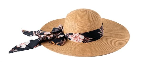 Słomkowy kapelusz ze wstążką na białym tle na białym tle