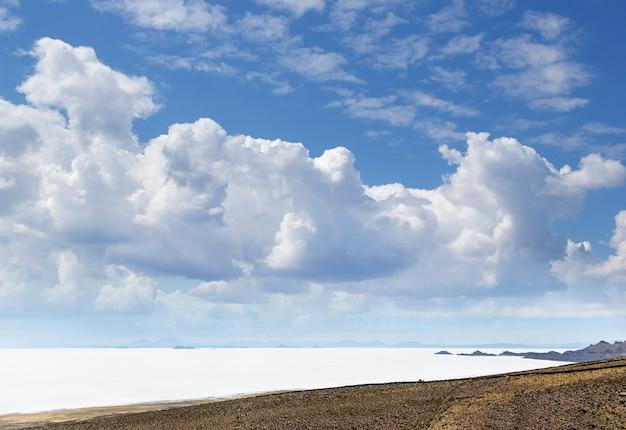 Słone jeziora daleko w boliwii
