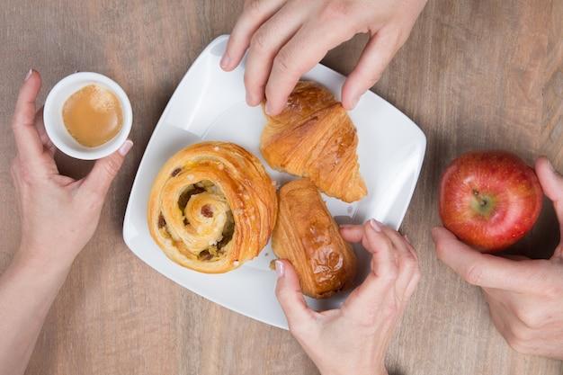 Słoneczne i smaczne śniadanie rano