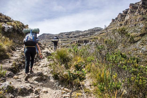 Słoneczny dzień w sierra nevada del cocuy