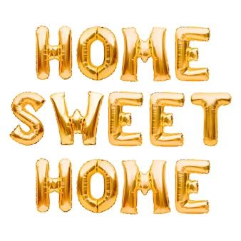 Słowa home sweet home wykonane ze złotych nadmuchiwanych balonów na białym tle. balony helowe złota folia, tworząc znak powitalny