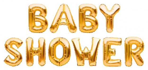 Słowa prysznic dziecięcy wykonany ze złotych nadmuchiwanych balonów na białym tle. balony z folii helowej tworzące tekst. przyjęcie urodzinowe dla dzieci z okazji dekoracji.