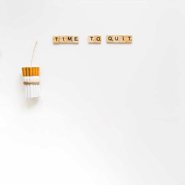 Słowa z góry z paczką papierosów