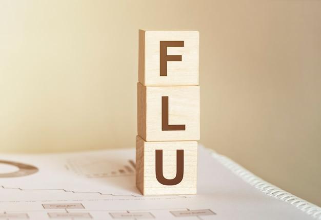Słowo flu wykonane z drewnianych klocków