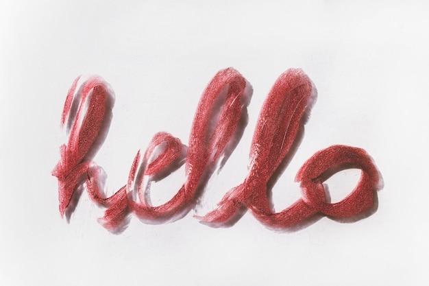 Słowo hello napisane szminką