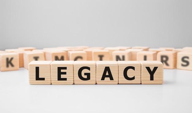 Słowo Legacy Wykonane Z Drewnianych Klocków Premium Zdjęcia