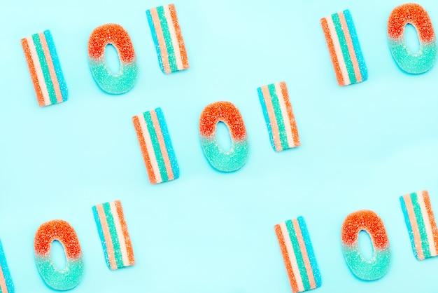 Słowo lol z marmoladowych słodyczy