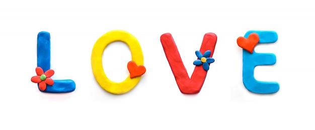 Słowo miłość z kolorowej plasteliny