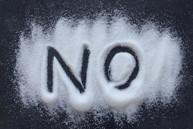 Słowo nie zapisane w kupie białego granulowanego cukru