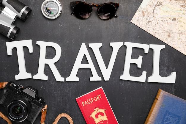 Słowo otoczone elementami podróży