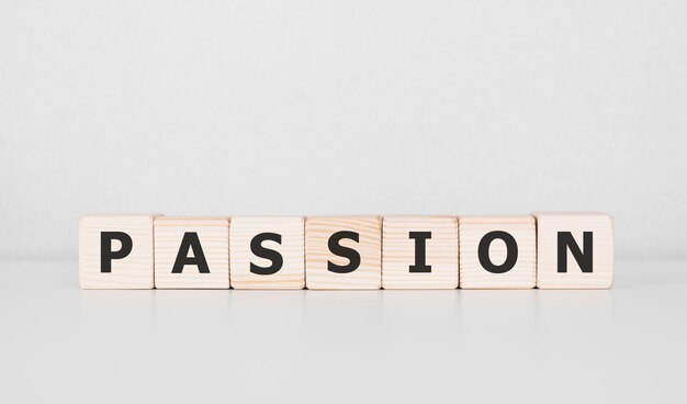 Słowo pasja napisane na drewnianym bloku. pomysł na biznes