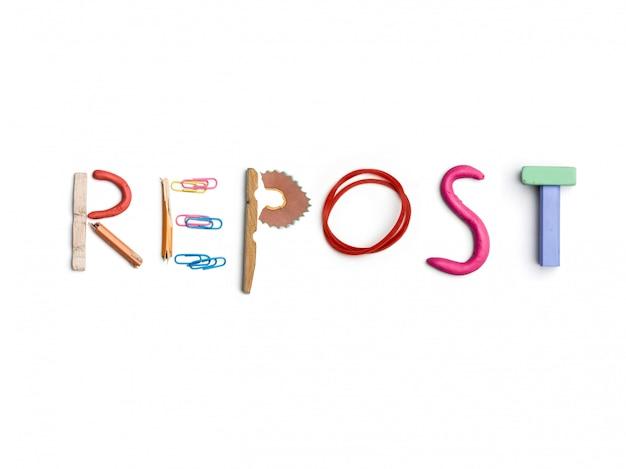 Słowo repost utworzone z materiałów biurowych.