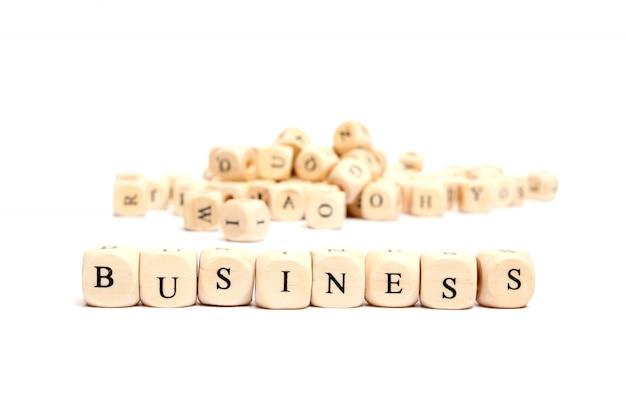 Słowo z kostka do gry na białym tle biznes