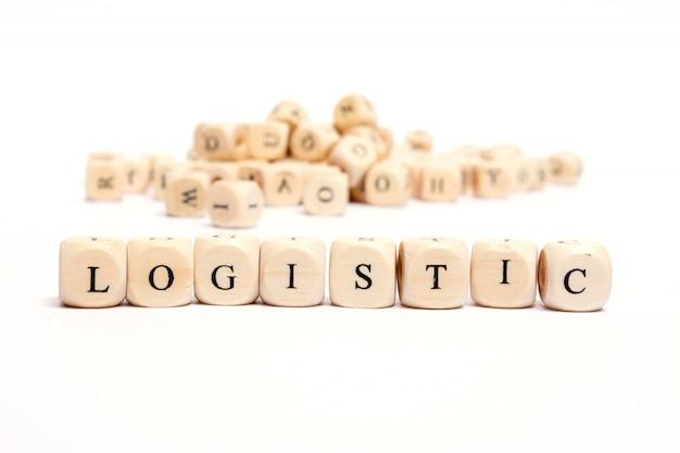 Słowo z kostkami na białym tle - logistyczne