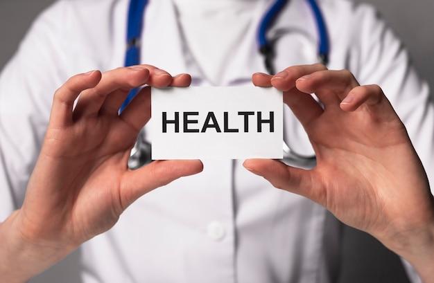 Słowo zdrowia. pojęcie opieki zdrowotnej i zdrowego ubezpieczenia na życie.