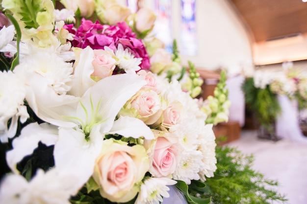Ślub kwiat bukiet w kościele