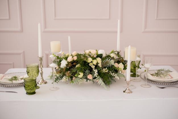 Ślub zdobiony stół