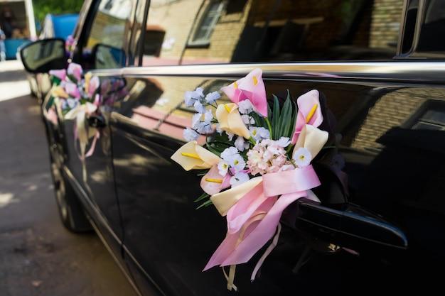 Ślubna dekoracja samochodu