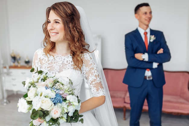 Ślubna sesja zdjęciowa w studiu pary młodej