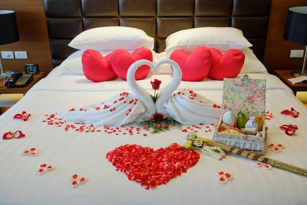 Ślubne łóżko, tajlandia ślub, romantyczne łóżko