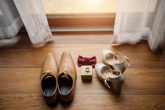 Ślubni mężczyzna but i waman but w dzień ceremonii ślubnej