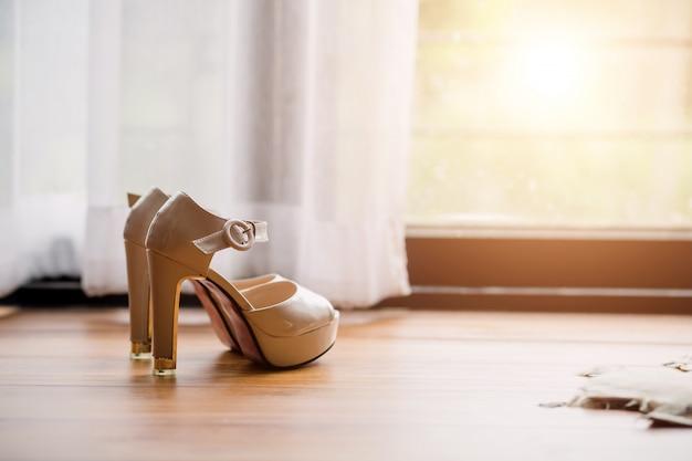 Ślubny ci but w dzień ceremonii ślubnej