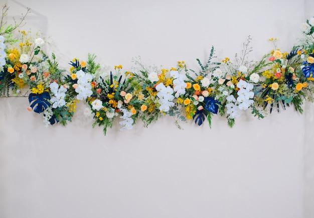 Ślubny kwiat, świeża róża, bukiet kwiatów