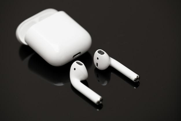 Słuchawki bezprzewodowe airpods firmy apple