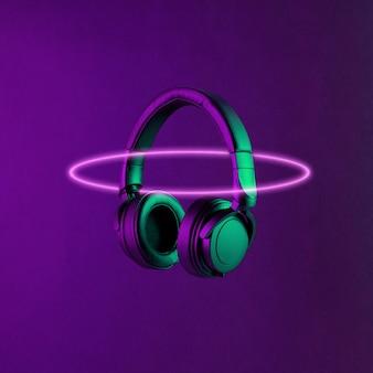 Słuchawki dj oświetlone kolorowym neonowym światłem